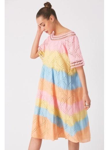 Robin Işlemeli Batik Elbise Pembe Pembe